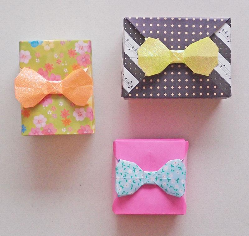 折り紙立体入れ物作品「リボン付き小箱」